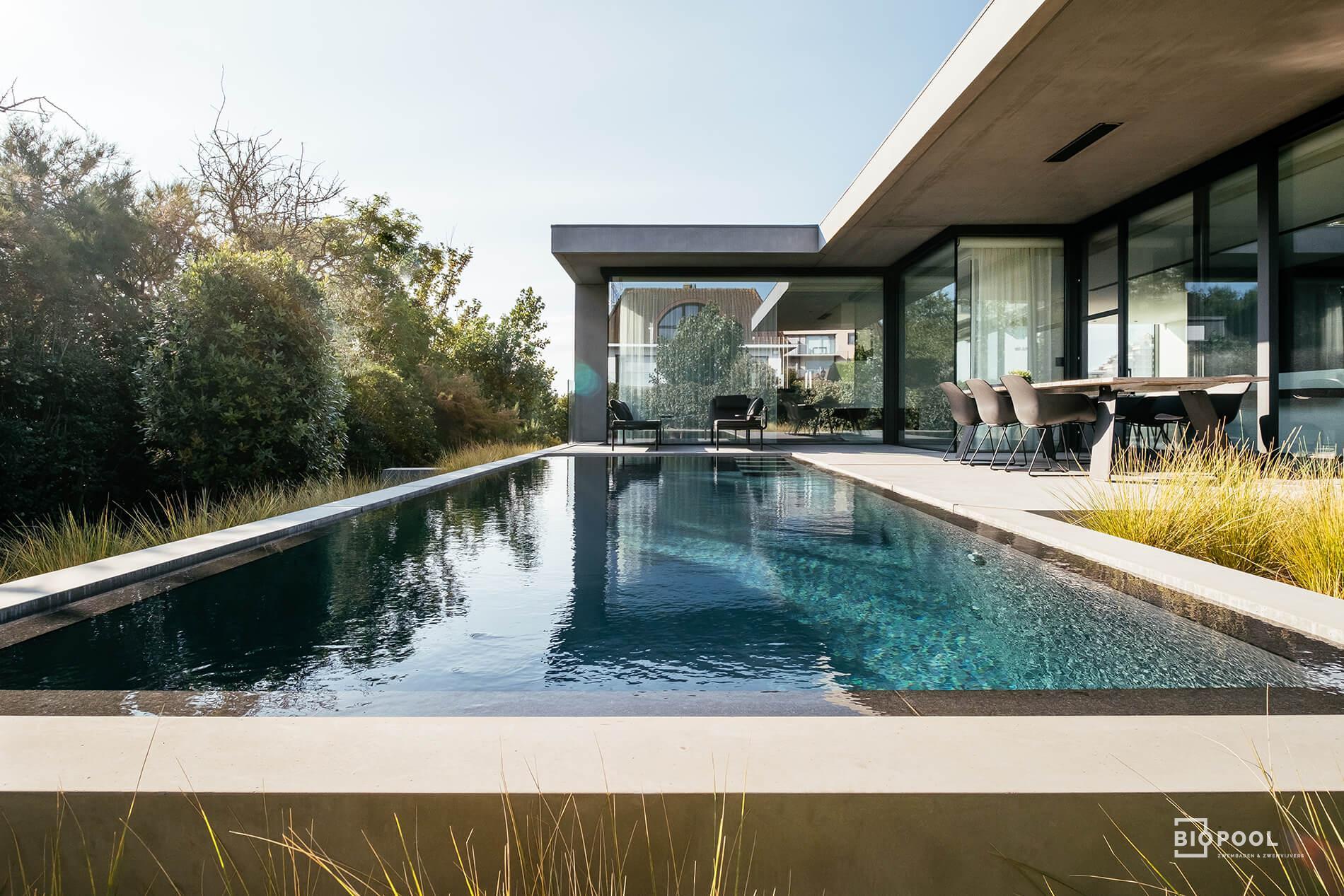 Afbeelding project Overloopzwembad in een kader van architecturale betonelementen