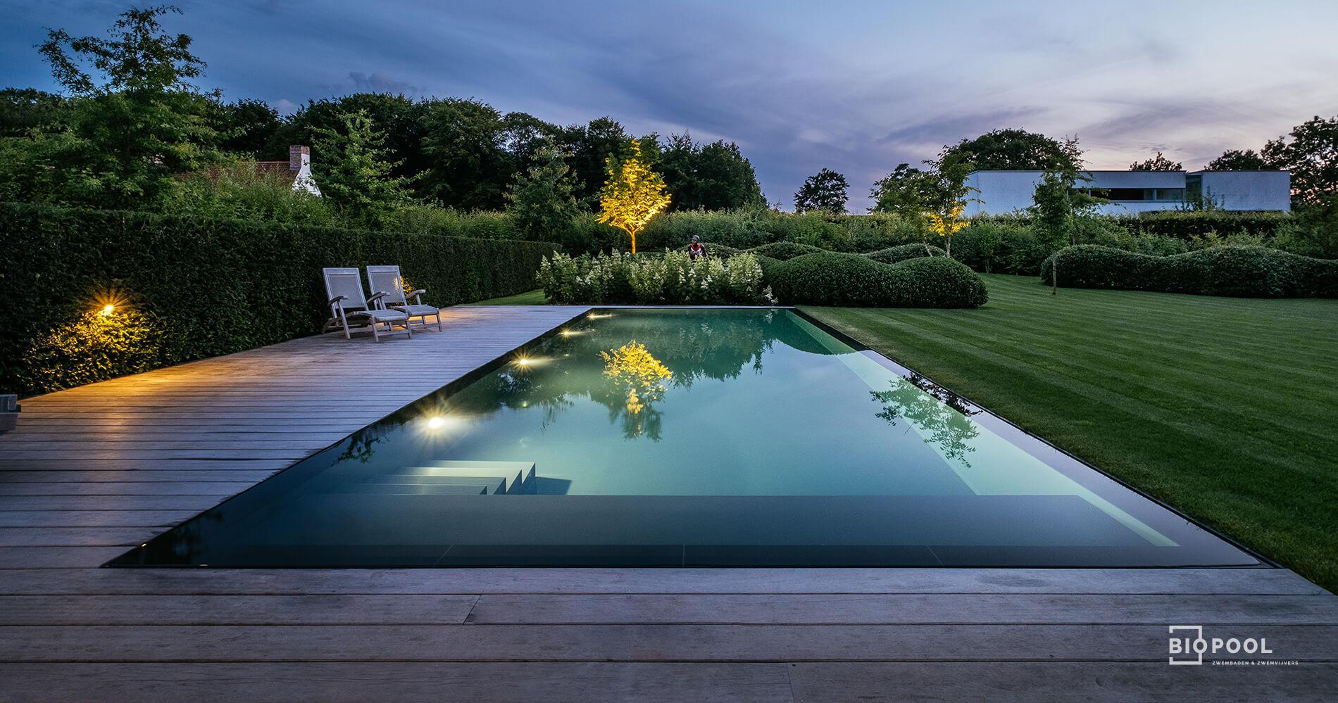 Afbeelding project Spiegel Overloop Zwembad met grasrand één zijde