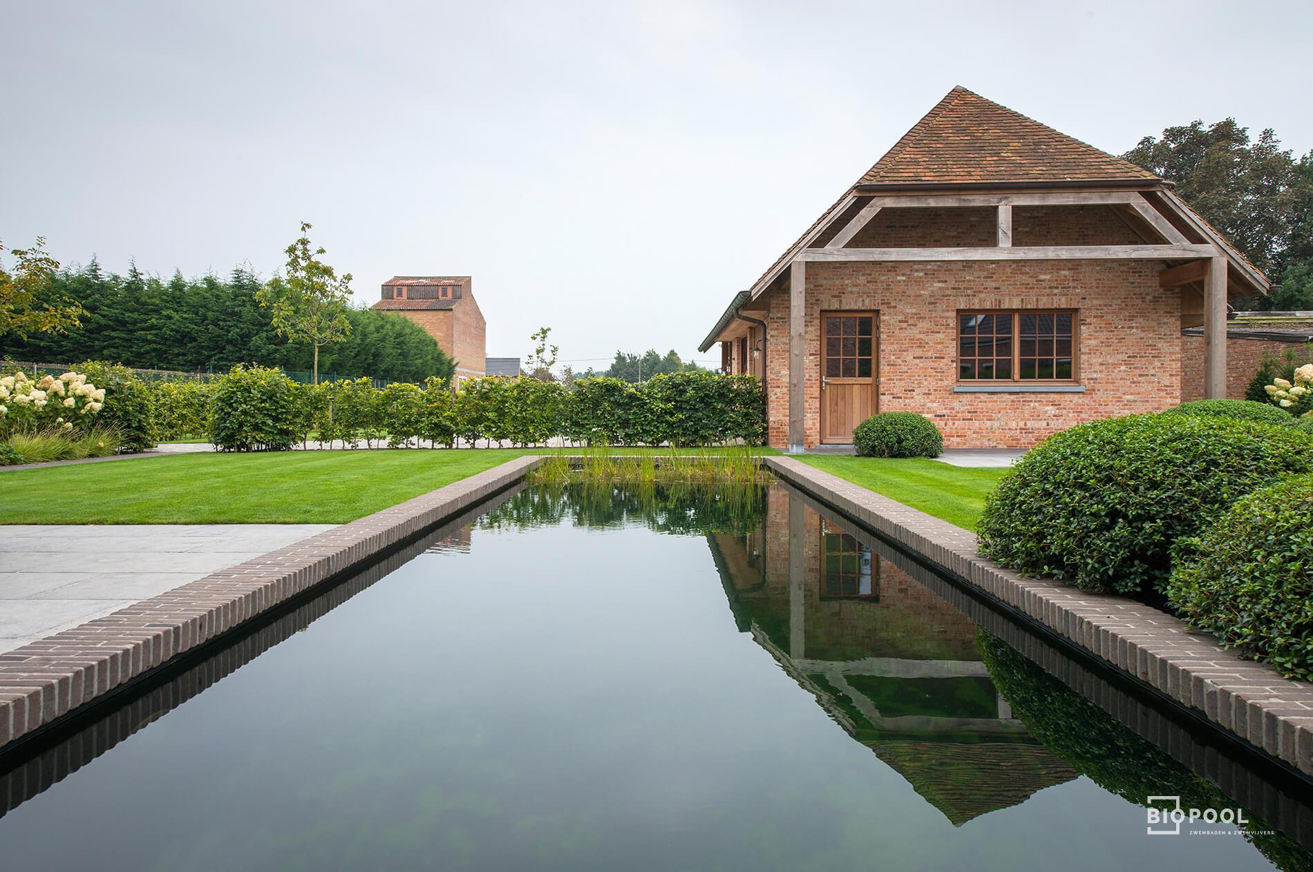 Afbeelding project Zwemvijver aan statige villa