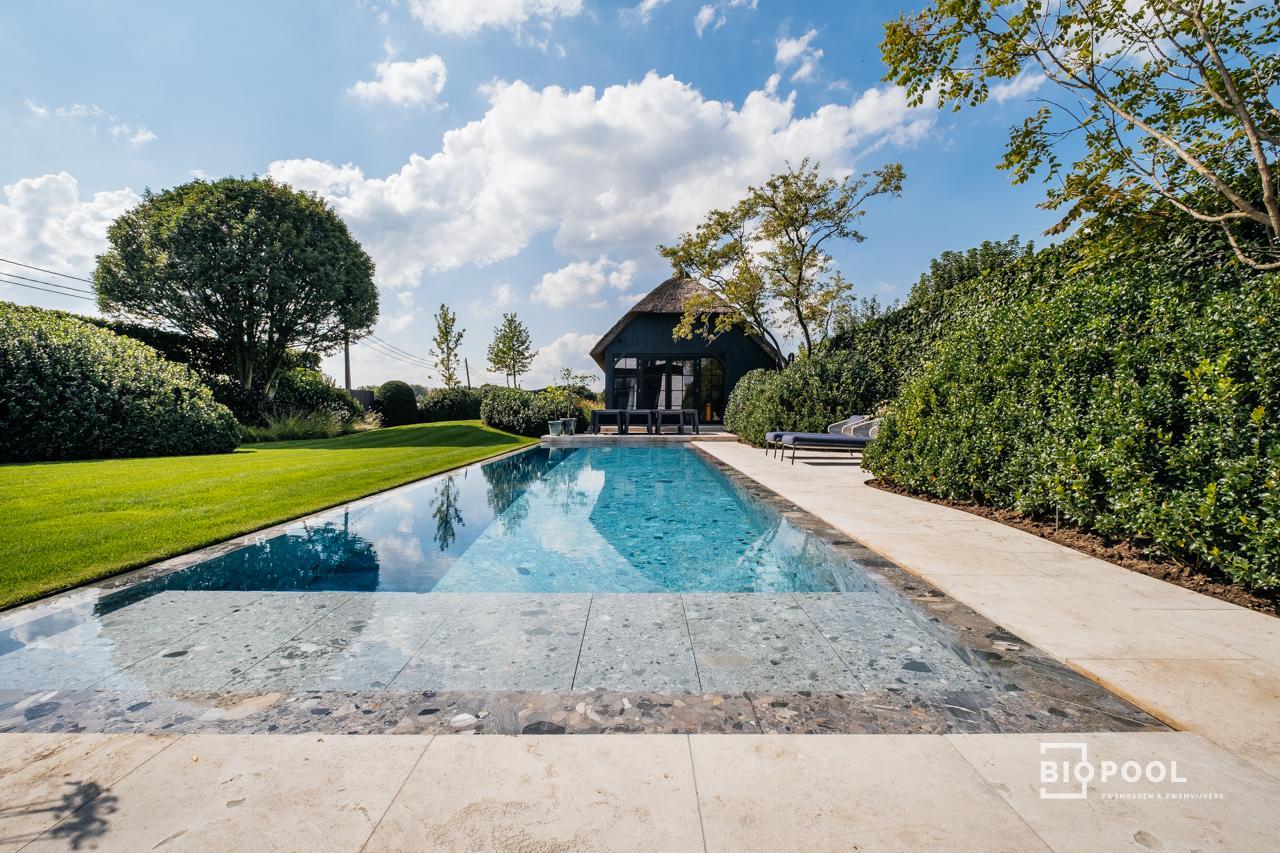 Afbeelding project Bouwkundig overloopzwembad  | Riverstonepool | Oscar-V